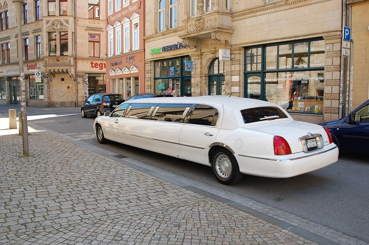 Limo Airport Transfer In Riga | Experience Baltics